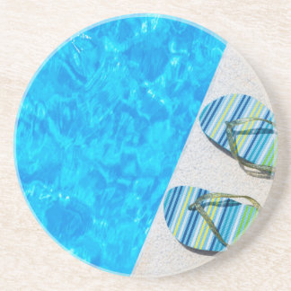 Dois deslizadores de banho na borda da piscina porta-copos de arenito