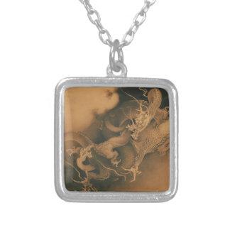 Dois dragões no vintage das nuvens colar com pendente quadrado