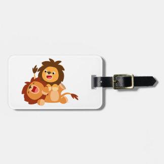 Dois leões brincalhão bonitos dos desenhos etiqueta de bagagem