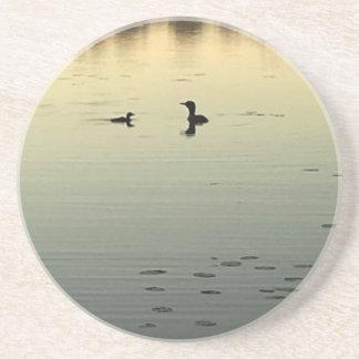 Dois mergulhões-do-norte porta-copos de arenito