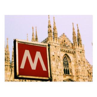 domo através do metro - cartão do IL de Milão,