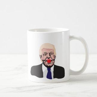 Donald Trump com uma bola da mordaça - caneca de