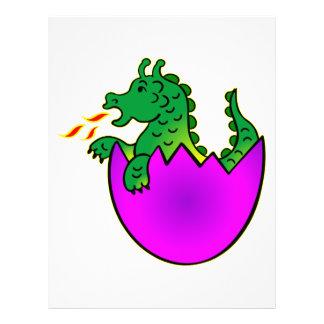 Dragão bonito do bebê no ovo flyer 21.59 x 27.94cm