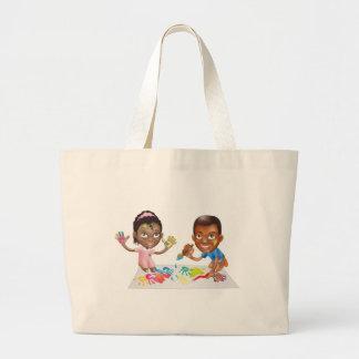duas crianças que jogam com pintura bolsa de lona