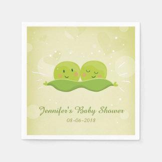 Duas ervilhas em um guardanapo de papel do vagem