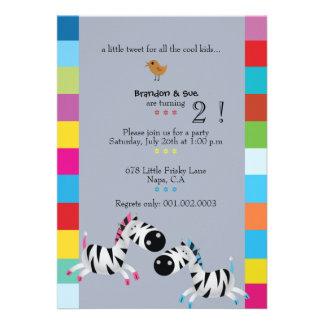 Duas zebras - a festa de aniversário dos gêmeos do convite personalizado