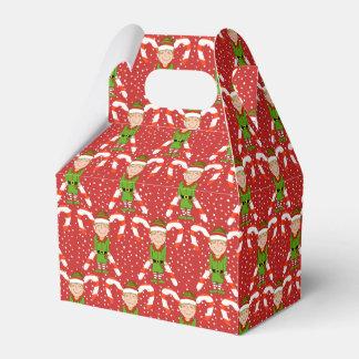 Duende feliz com a caixa de presente do Natal dos