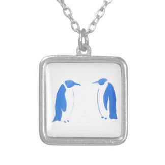 Duo azul do pinguim colar banhado a prata