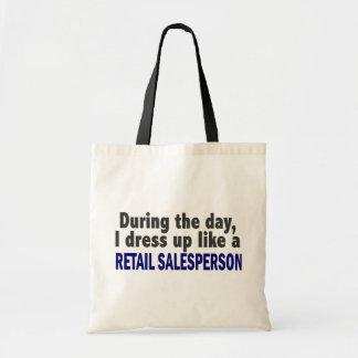 Durante o dia eu visto-me acima como o vendedor de bolsas de lona