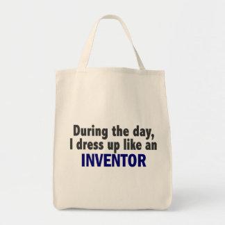 Durante o dia eu visto-me acima como um inventor bolsa para compras