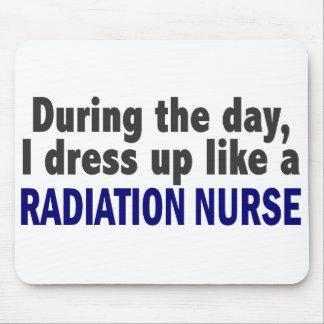 Durante o dia eu visto-me acima como uma enfermeir mousepad