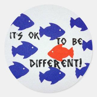 É aprovado ser diferente! adesivo redondo
