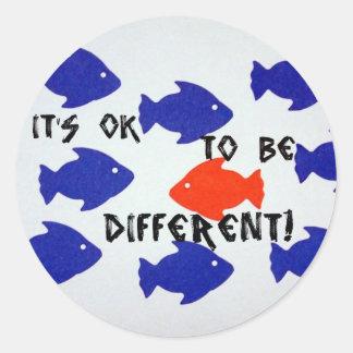 É aprovado ser diferente! adesivo em formato redondo