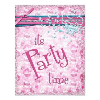 É convites do cupcake do rosa do rico do tempo do