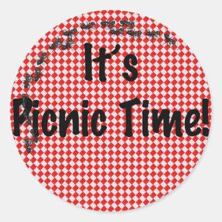 É tempo do piquenique! Pano de mesa Checkered Adesivo Redondo