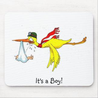 É um bebé novo do menino que faz xixi na cegonha! mouse pad