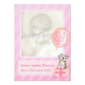 É um cartão recém-nascido do anúncio do bebê da convite 13.97 x 19.05cm