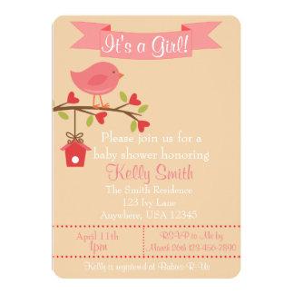 É um convite do chá de fraldas do pássaro do rosa