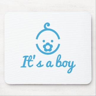 é um design do menino com ícone bonito da cara par mouse pads