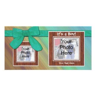 É um menino Anúncio feito sob encomenda bonito do Cartão Com Foto