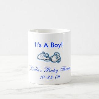 É um menino! caneca de café