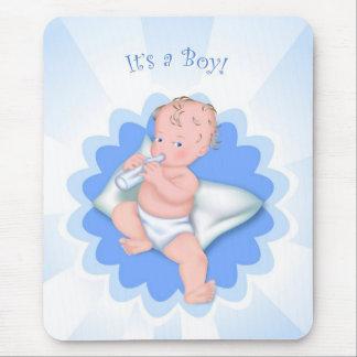 É um menino! mouse pad