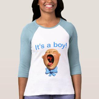 É um menino! tshirts