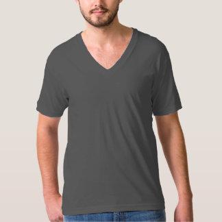 É um V - camisa do pescoço T!