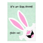 É uma caça do ovo, junta-se nos ovo da páscoa que  convite personalizado