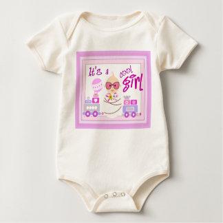 É uma camisa do bebé babador
