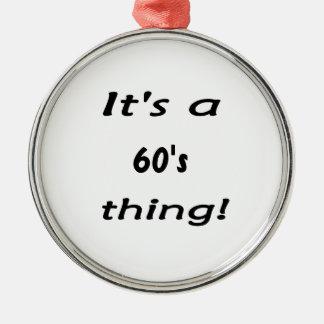 É uma coisa dos anos 60! os sessenta anos sessenta ornamento redondo cor prata