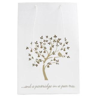 E uma perdiz em uma árvore de pera sacola para presentes média