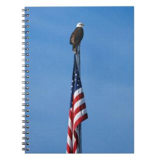 Eagle e bandeira americana - caderno espiral