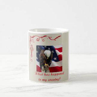 Eagle triste na bandeira americana meu país caneca de café