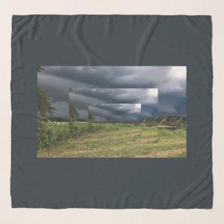 Echarpe Lenço tormentoso da paisagem da fazenda do campo