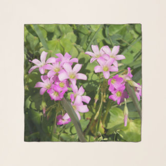 Echarpe Um lenço de seda com os wildflowers cor-de-rosa