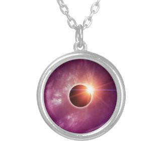 Eclipse solar colar com pendente redondo