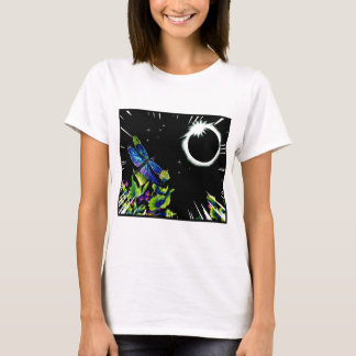 Eclipse solar total com uma libélula observando camiseta