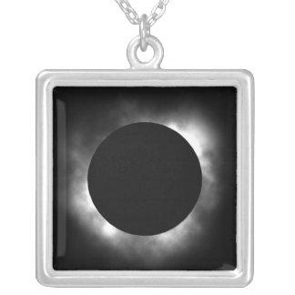 eclipse total colar banhado a prata