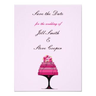Economias elegantes do bolo de casamento a data convites