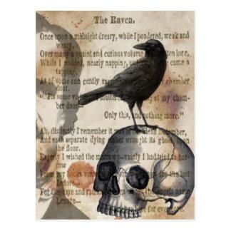 Edgar Allan Poe o crânio e o pássaro do corvo Cartão Postal