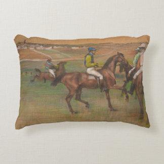 Edgar Degas - cavalos de raça Almofada Decorativa