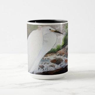 Egret na caneca de café da montanha
