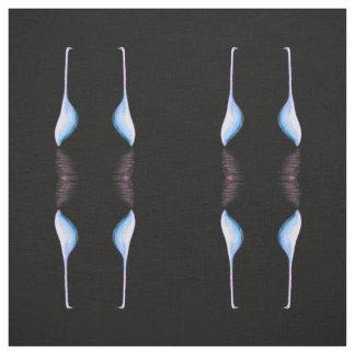 egrets no tecido preto