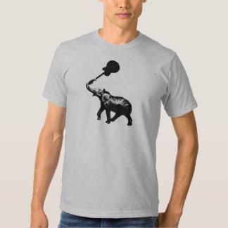 elefante com a guitarra da rocha em seu tronco tshirts