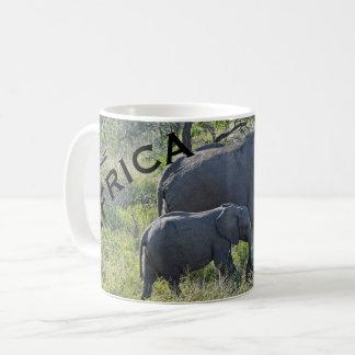 Elefante e bebê da mãe dos elefantes de África Caneca De Café