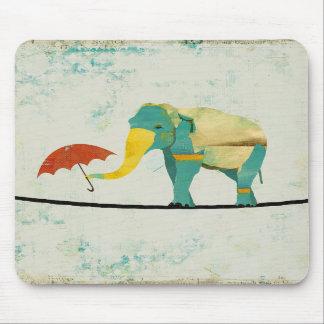 Elefante gracioso dourado Mousepad