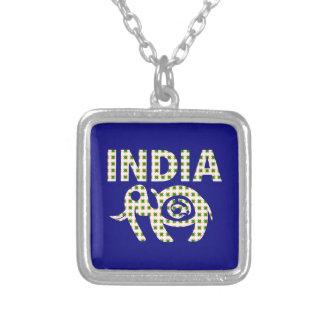 Elefante indiano com vitela colar com pendente quadrado