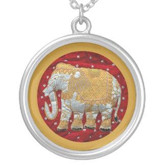 Elefante indiano Embellished Colar Com Pendente Redondo