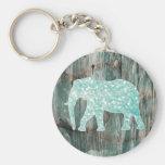 Elefante lunático bonito no design de madeira chaveiro